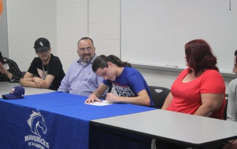 Devin Rodriguez signs to UTA track team on May 18 in the MAC.
